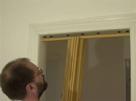 Platzsparende Falttüren  so klappt der Einbau bauende