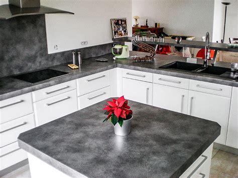 plan de travail central cuisine cuisine en laque blanc brillant plan de travail et