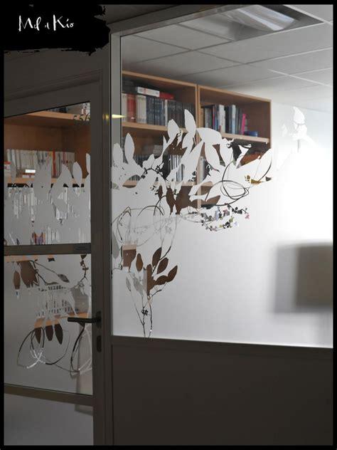 vitrophanie végétale sur mesure des bureaux du siège