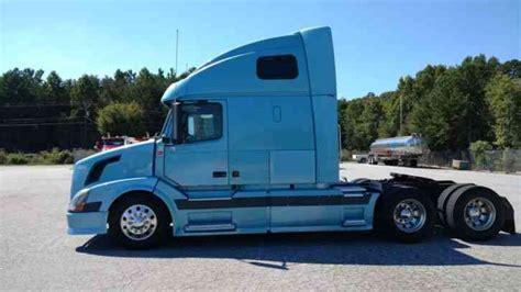 2004 volvo truck volvo vnl670 2004 sleeper semi trucks