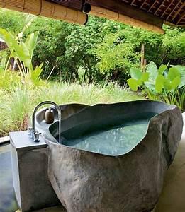 Badewanne Freistehend Für Garten : bezaubernde badewannen aus naturstein ~ Markanthonyermac.com Haus und Dekorationen