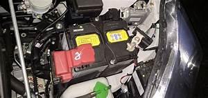 Batterie Twingo 3 : voyant batterie cause comme tout voyant il doit s 39 allumer a ~ Medecine-chirurgie-esthetiques.com Avis de Voitures