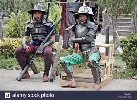 actors dressed  ancient thai soldiers siege