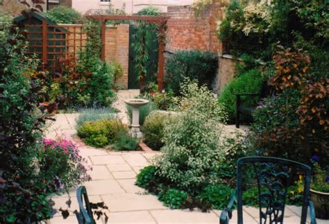 Victorian Terrace Garden  Alda Landscapes
