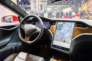 Tesla's Screen Failure Hasn't Prompted a Recall—Yet