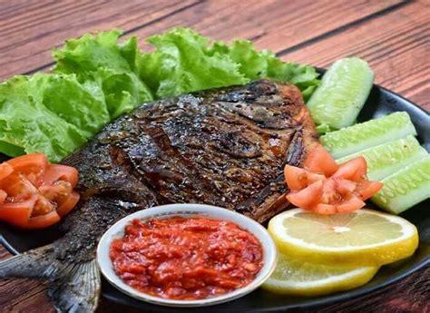 3 resep ikan bakar terlezat, pakai bumbu madu agar lebih legit. Resep Ikan Bawal Bakar Madu | Dapur Ocha | Makanan Dan Bisnis