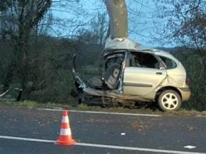 Accident De Voiture Mortel 77 : accident norme entre une voiture et un camion youtube ~ Medecine-chirurgie-esthetiques.com Avis de Voitures