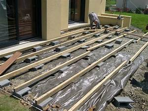 construction terrasse en bois sur parpaing newsindoco With construction d une terrasse en bois