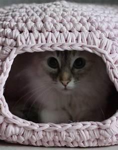 diy crochet cat cave