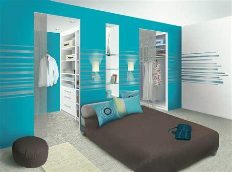 mod e dressing chambre chambre parentale une salle de bain au milieu et un mur