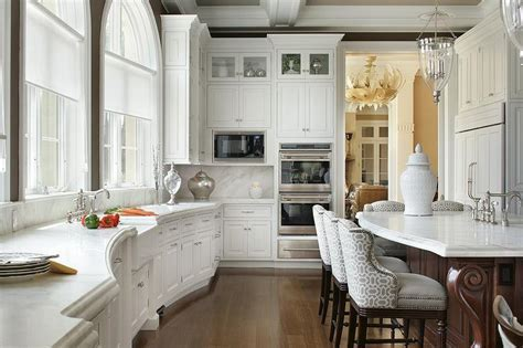 Curved Kitchen Countertop with Farmhouse Sink