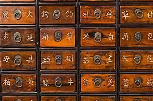 Meuble D Apothicaire : meuble d apothicaire ouvrant 44 tiroirs petits et deux van ~ Teatrodelosmanantiales.com Idées de Décoration