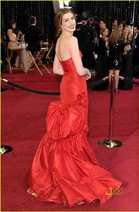 Anne Hathaway - Oscars 2011 Red Carpet: Photo 2523578 ...