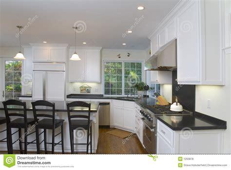 photos cuisine blanche cuisine blanche neuf transformée photo stock image 1293878