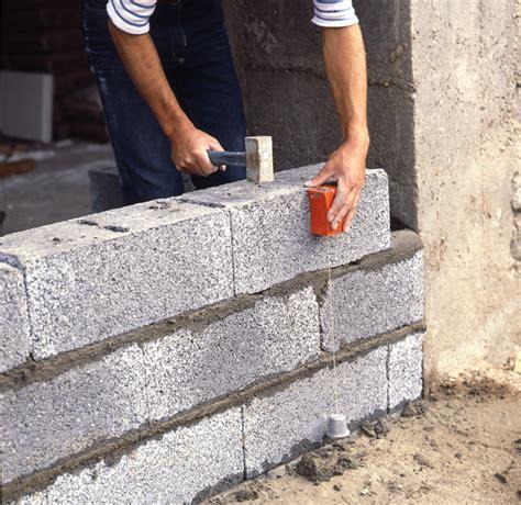 construction dun mur en bloc beton parpaing