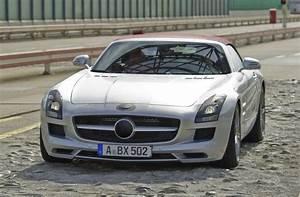Mercedes Portes Papillon : le rideau se l ve moiti l 39 automobile magazine ~ Medecine-chirurgie-esthetiques.com Avis de Voitures