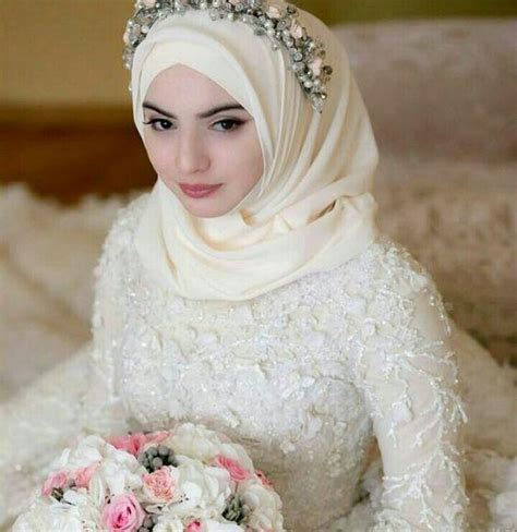 anggun  simpel   inspirasi gaun pernikahan
