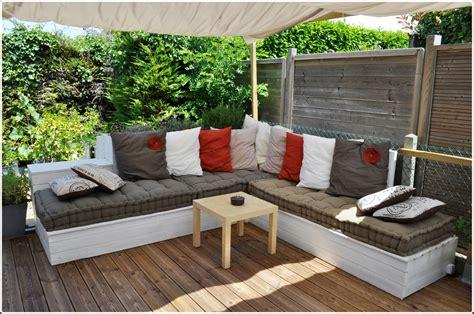 canape angle jardin salon de jardin canapé d 39 angle extérieur en bois idées
