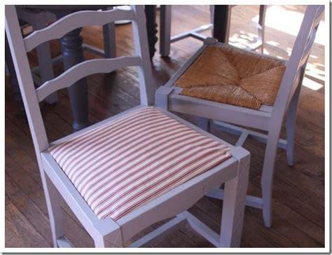 customiser chaise en paille les 25 meilleures idées de la catégorie chaises peintes