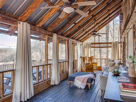 luxury cabins  treehouse  stunning lake views