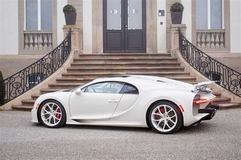 This bugatti chiron was individualized in almost all aspects including the exterior color, interior designs and the unique details inside and outside the vehicle. Bugatti Chiron Hermès Edition, el auto más elegante del mundo - HMS - Horas minutos y segundos