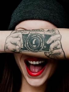Tatouage Avant Bras Femme : tatouage femme bras appareil photo tatouage femme sur le ~ Melissatoandfro.com Idées de Décoration
