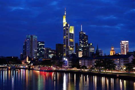 Foto serali della Skyline di Francoforte sul Meno