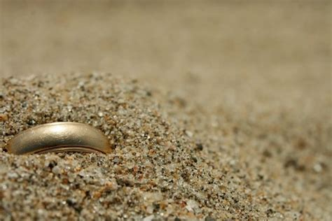 wedding ring lost in ocean lost your wedding ring these strangers will find it for
