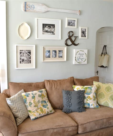 Sofa Decorating Ideas by 20 Lovely Decor Ideas For Adding Impact Above The Sofa