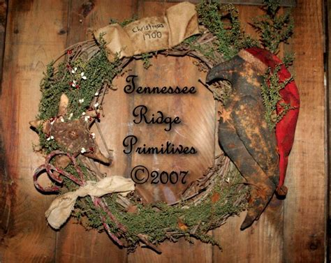 trp primitive grungy christmas santa crow star wreath e
