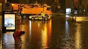 Wasser Im Keller Bei Starkem Regen : wetter schweres unwetter sorgt f r berschwemmungen und br nde ~ Yasmunasinghe.com Haus und Dekorationen