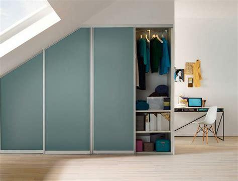 installer un dressing dans une chambre aménagement placard sous pente en 24 idées pratiques