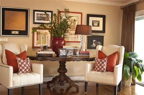 Home Interior Wall Groupings : Traditional Family Room