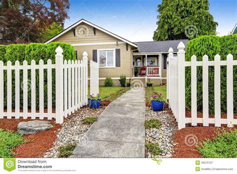 maison americaine en bois maison am 233 ricaine ext 233 rieure avec la barri 232 re en bois