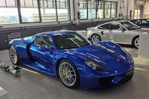 blue sets  porsche  spyder  nicely carscoops
