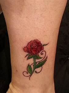 Rosen Tattoo Klein : gitarrenlady rote rose tattoos von tattoo ~ Frokenaadalensverden.com Haus und Dekorationen