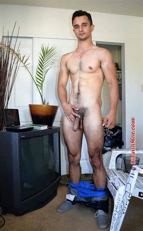 hot dude hairy hunk roberto bilatinmen daily squirt