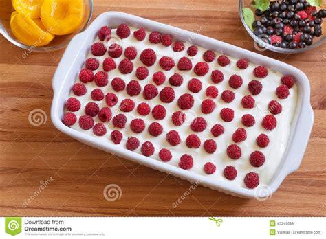 dessert fait maison de biscuit avec les p 234 ches en bo 238 te et