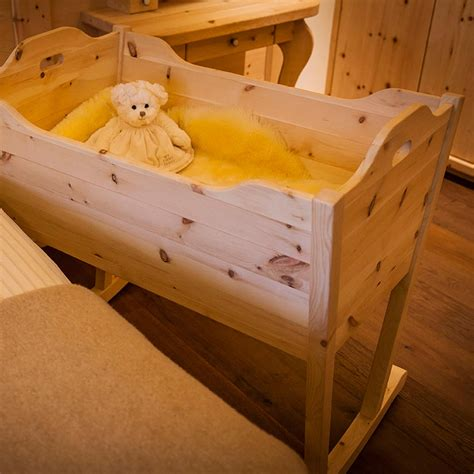 baby wiege holz baby wiege aus zirbenholz m 246 bel aus zirbenholz