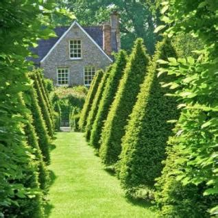Pretty Orderly Connecticut Garden by Beautiful Gardens Traditional Home