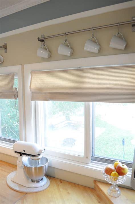 blinds  kitchen windows  grasscloth wallpaper
