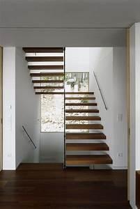 Fenster Für Treppenhaus : treppenhaus mit stufen aus holz und handlauf haus ~ Michelbontemps.com Haus und Dekorationen