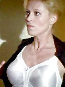 Easterbrook  nackt Leslie Leslie Nude