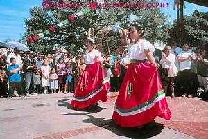 Latino girls traditional dress dancing Central America ...