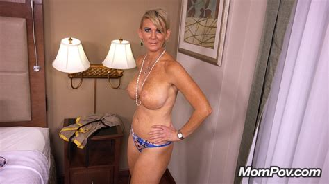 39 Year Old Busty Midwest Cougar Gilf Photo Album By Mom