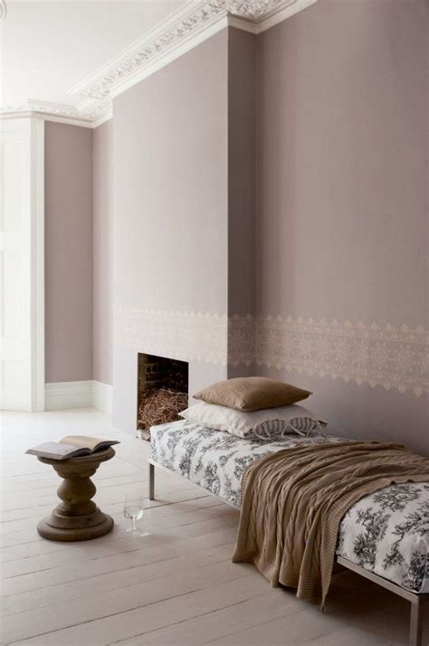 taupe wandfarbe edle kulisse fuer moebel und accessoires