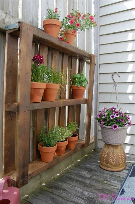 Ideas Using Pallets by 20 Awesome Diy Pallet Projects House Of Four
