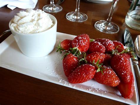 dessert avec de la chantilly dessert fraises gariguette chantilly restaurant tr 232 s honor 233 place du march 233