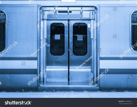 metro open doors the open doors of the tokyo metro stock photo 159084521