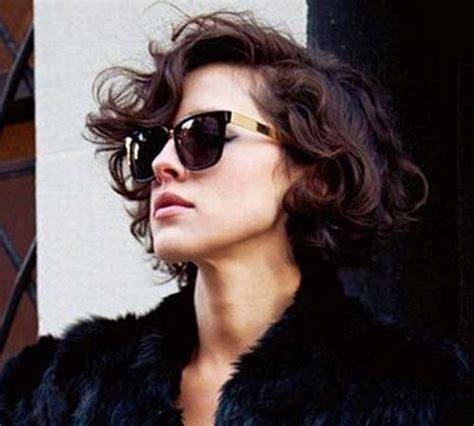 incroyable coiffures courtes pour les femmes avec les